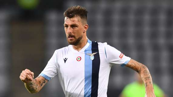 Lazio, Acerbi e Parolo in coppia a paddle e Luis Alberto li prende in giro... - VIDEO